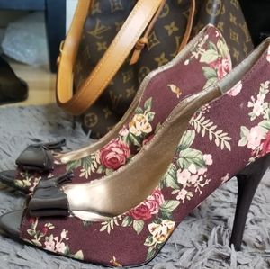 Brown heeled shoes 👠